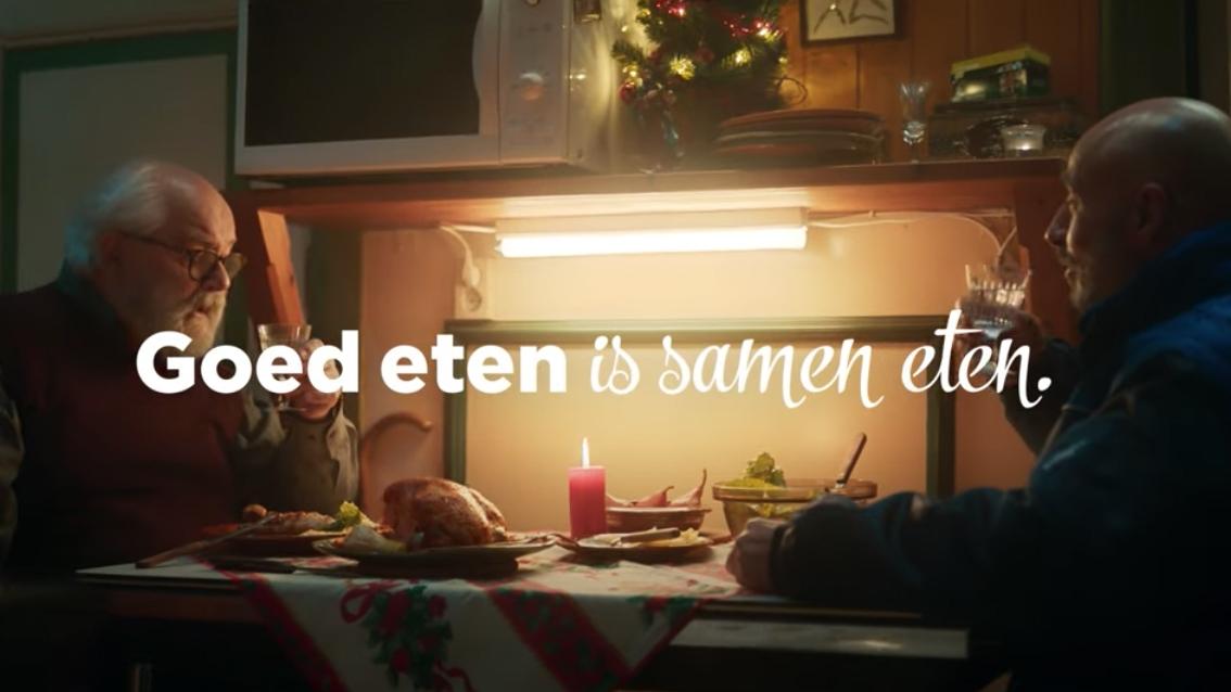 Kerst commercial PLUS Mo man tafel