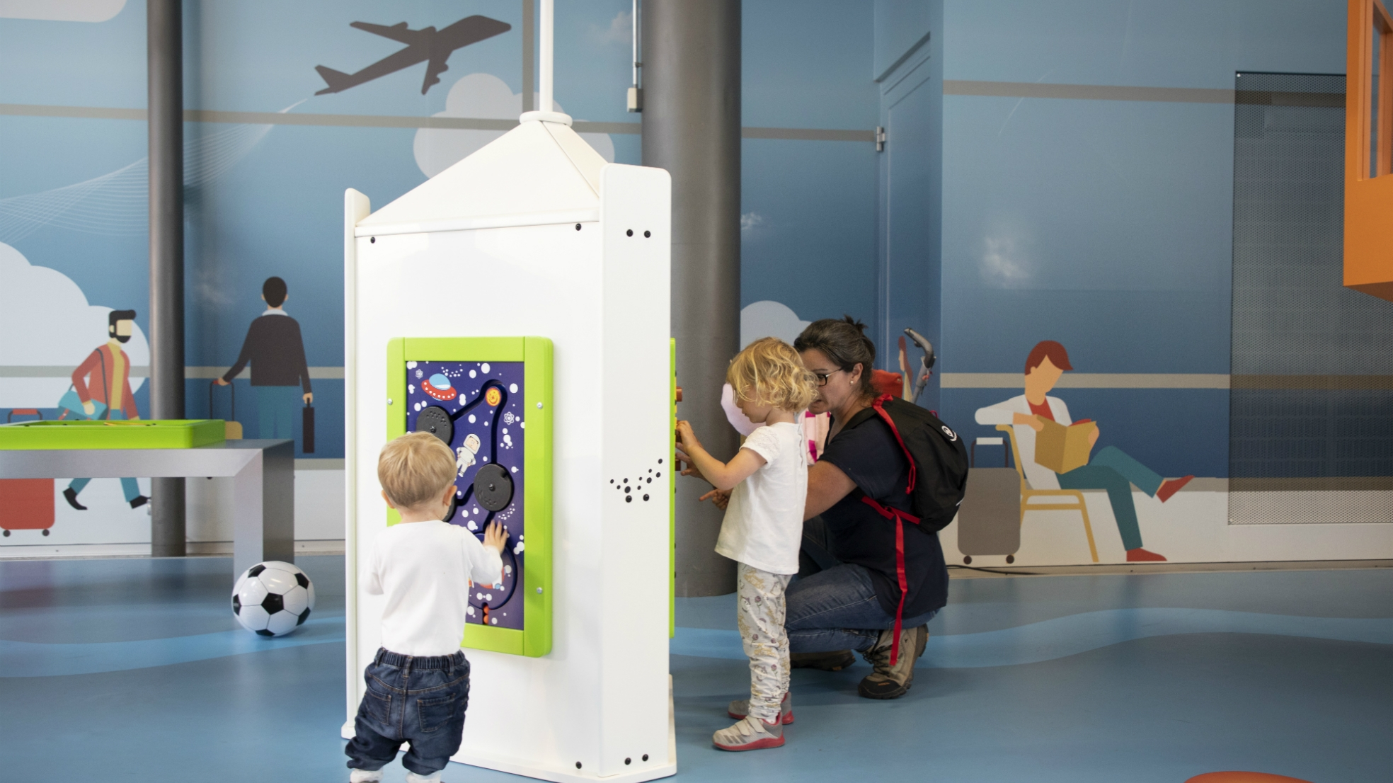 Kinderhoek kidscorner ouders winkelen omzet Geneve Airport
