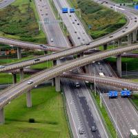 De A4 ter hoogte van het Prins Clausplein We maken weer veel kilometers maar files zijn zeldzaam geworden