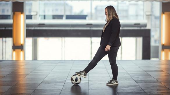 Leoni Blokhuis wk vrouwenvoetbal bal