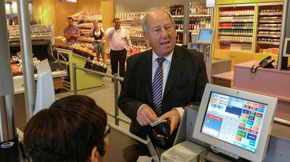 Gerard van der Tweel multimiljonair supermarkt supermarkten Suriname carriere 2