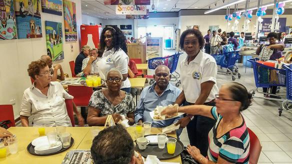 Gerard van der Tweel multimiljonair supermarkt supermarkten Suriname carriere 3