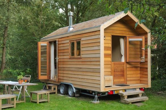 Tiny House outside Berrie van Helden 1