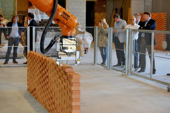 Bouw robotiseren bouwvakkers economische crisis personeel werknemers mensen aannemen tekort 3