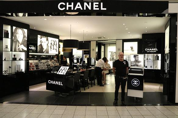 Hudsons bay hbc warenhuis canada montreal flagshipstore winkel chanel 706
