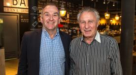 John van Dinther rechts en voorzitter Ton Leendersen Frans Paalman