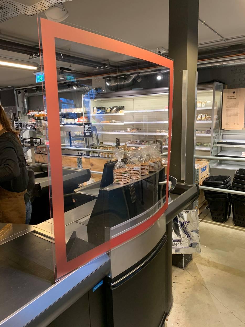 Kassaschermen van drukkerij koopmans in coronatijd