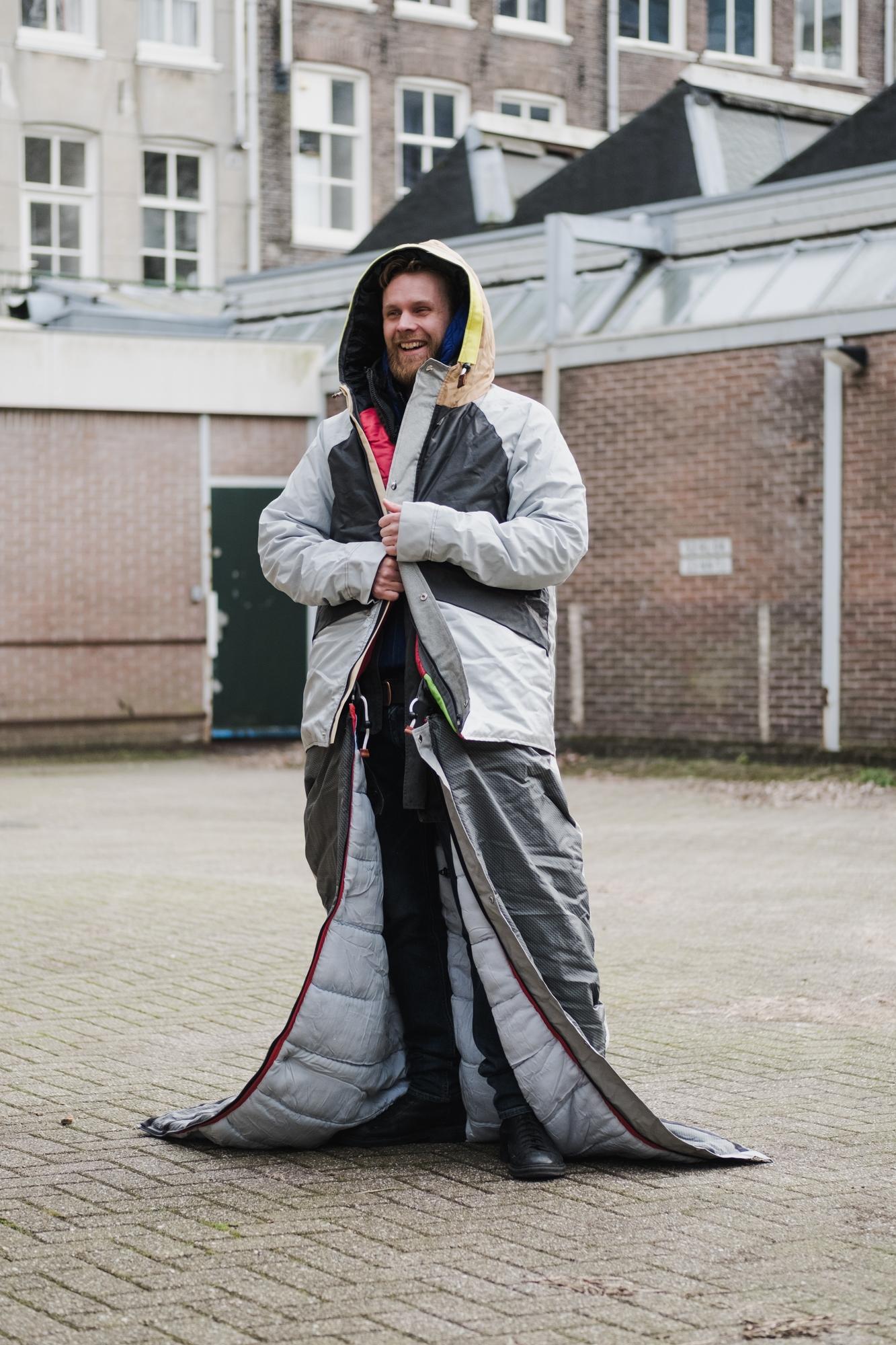 Sheltersuit bedrijf beschermt kwetsbare daklozen jassen