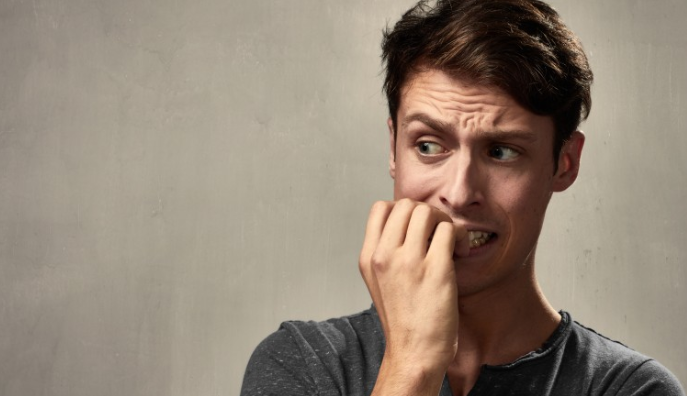 Blog Doctoome | Santé : Réduire son anxiété face au coronavirus- man -homme- stressé