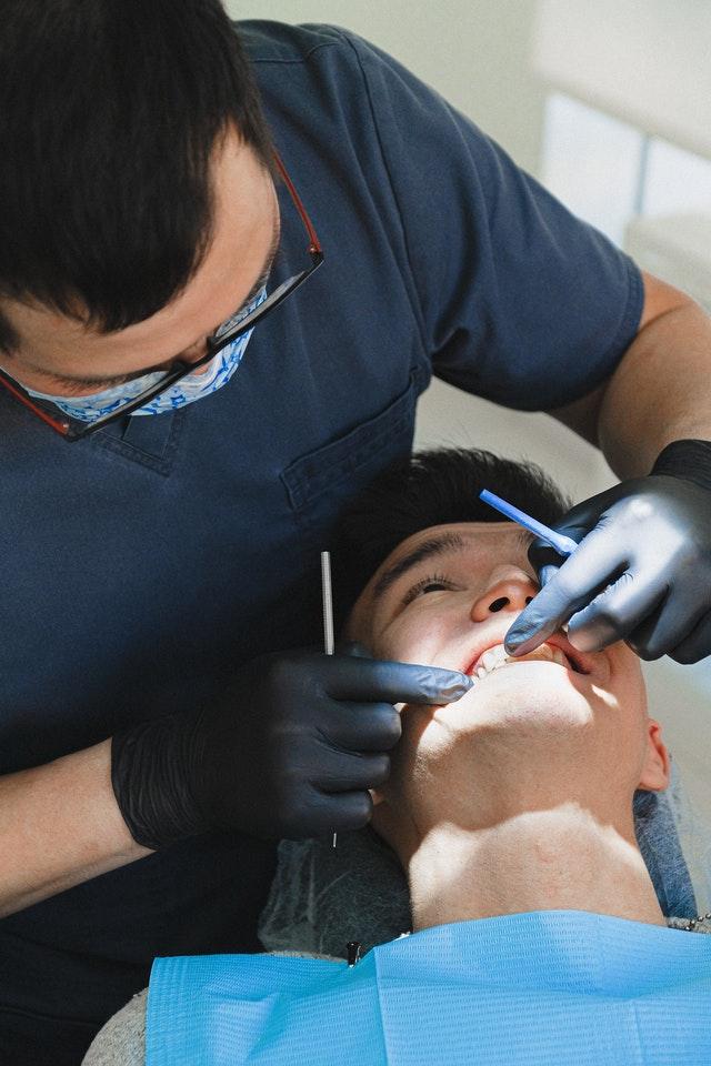 consultation dentiste pour soin de dent