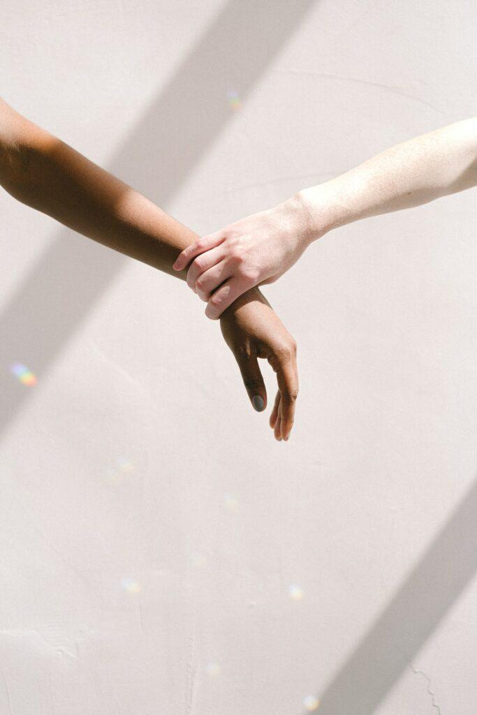 douleurs au poignet : un des symptômes