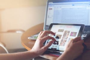 réseaux sociaux et jeux sur ecran
