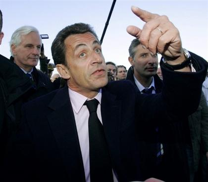 "Sarkozy a Argenteuil, nord de París, el 25 d'octubre de 2005, on titllà el jovent de ""banlieue"" de xusma (racaille) / AFP."