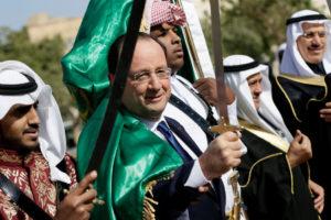 El president francès François Hollandes, en una recepció oficial a Qatar, el 2013 / ????
