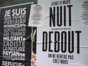 París, 31 de març. Cartells del col.lectiu Convergence des luttes cridant a l'ocupació de la Plaça de la República. Xavi Espinet