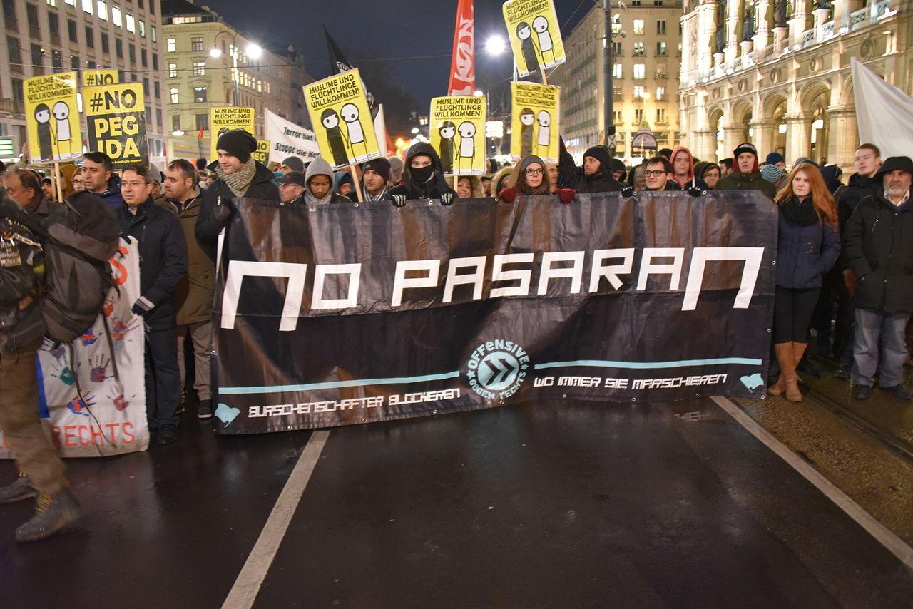 Offensive gegen Rechts demonstrating against Pegida in front of Vienna State Oper 2 februaru 2015_Christian Michelides