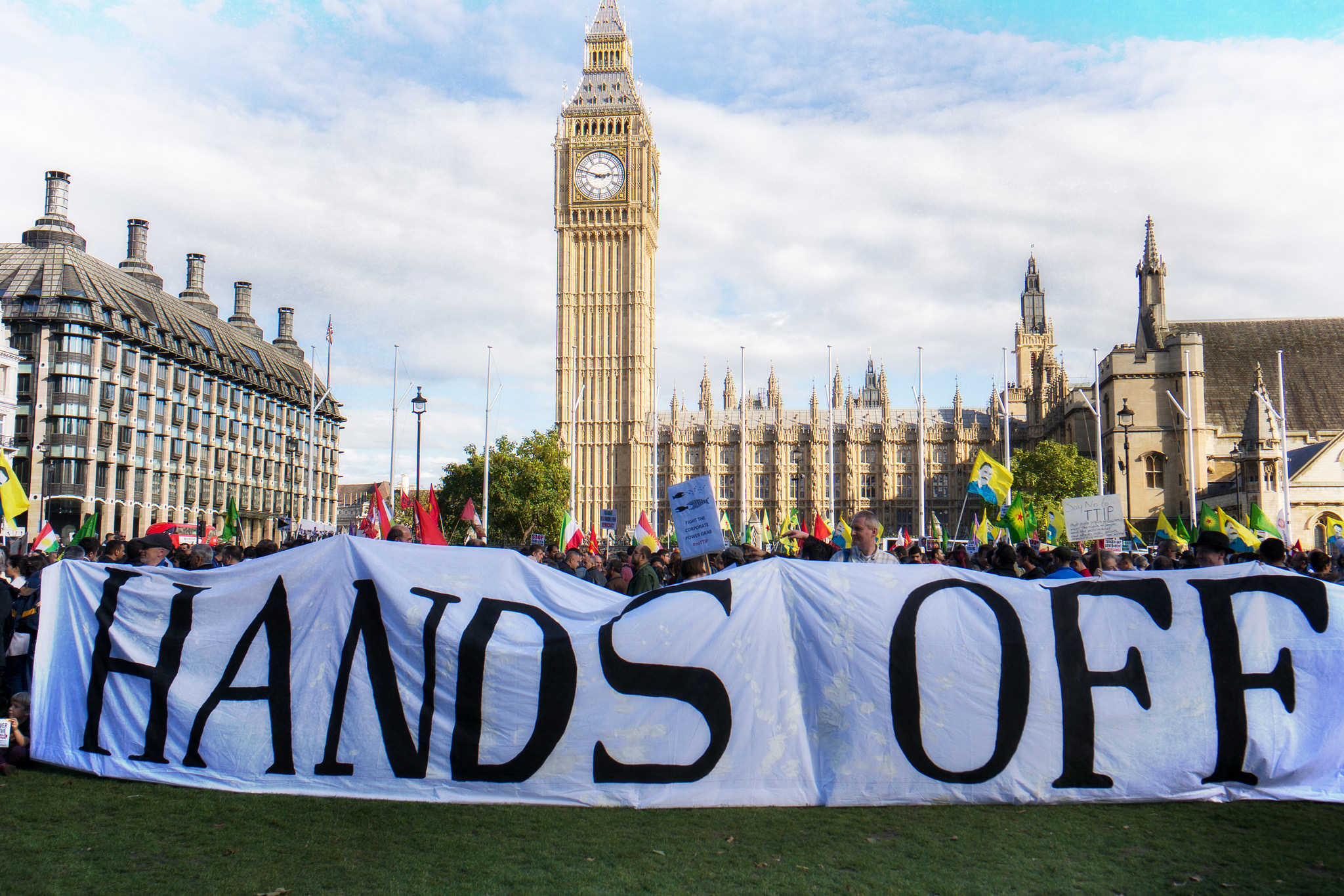 stop ttip_londres_Parliament_Square_11_10_14_Garry_Knight