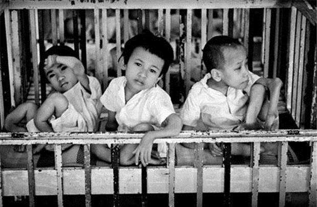 Nens vietnamites amb malformacions per l'efecte de l'agent taronja / www.doanhnhansaigon.vn