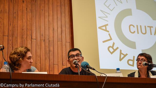 Xerrada organitzada pel Parlament Ciutadà amb l'arquitecta i exregidora Itziar Gonzàlez, l'aleshores portaveu de la PAH Ada Colau i el membre de la Xarxa d'Economia Solidària Jordi Garcia / PARLAMENT CIUTADA
