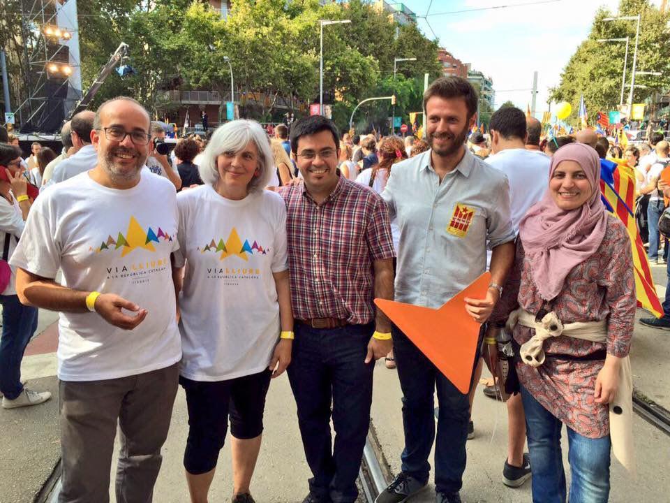 Manifestació de l'Onze de Setembre de 2015. D'esquerra a dreta: Oriol Lladó (tinent d'alcaldia d'ERC a Badalona), Dolors Sabaté (alcaldessa de Badalona), Gerardo Pisarello (BComú), José Téllez i Fàtima Taleb (Guanyem Badalona). FOTO: Guanyem Badalona