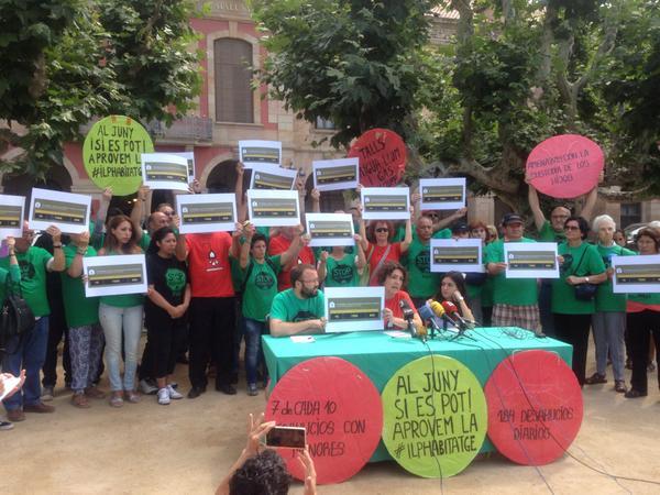 Roda de premsa del 12 de juny, on el grup promotor anunciava que CiU i el PP donaven suport a la ILP Habitatge / Marc Serra