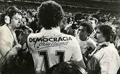 'Democracia Corinthiana' posava al dors de les samarretes del Corinthians de l'època, a l'inici dels vuitanta
