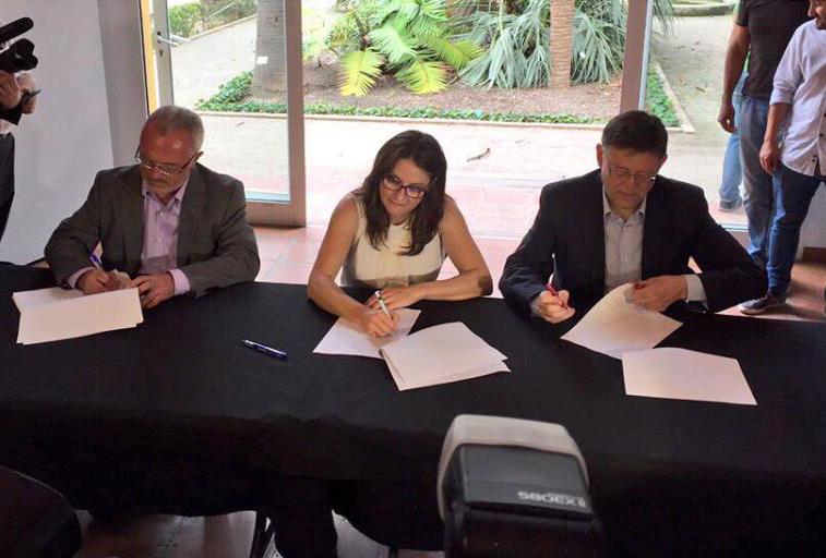 La signatura del 'Pacte del Botànic' entre PSPV, Compromís i Podem. Foto: Coalició Compromís