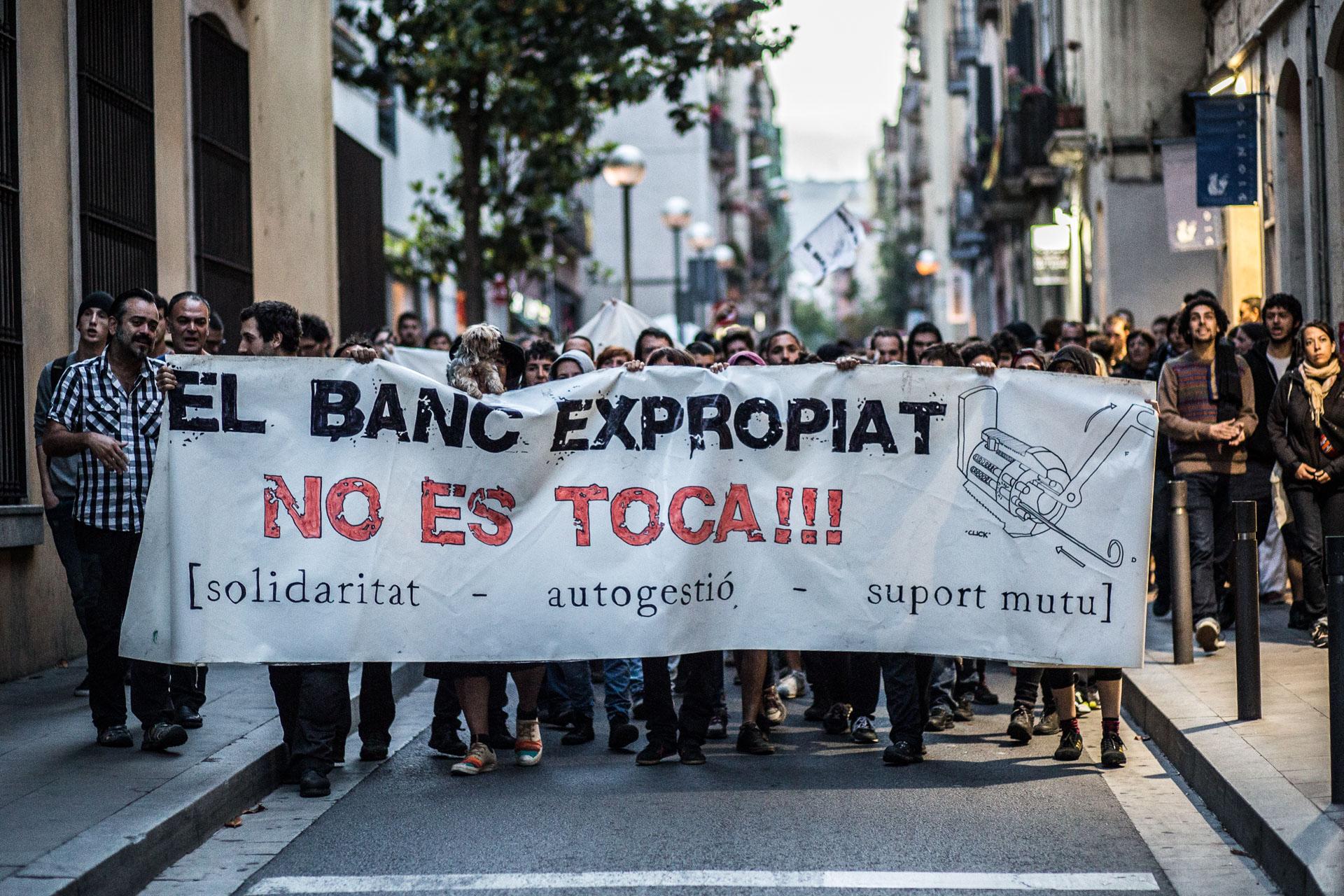 Manifestació de suport al Banc Expropiat / JORDI BORRÀS