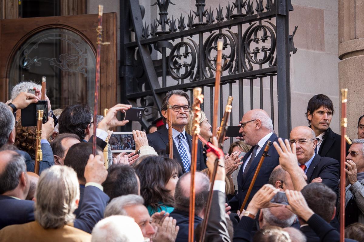 Artur Mas rep el suport dels alcaldes en la seva declaració al TSJC. Foto: Jordi Borràs