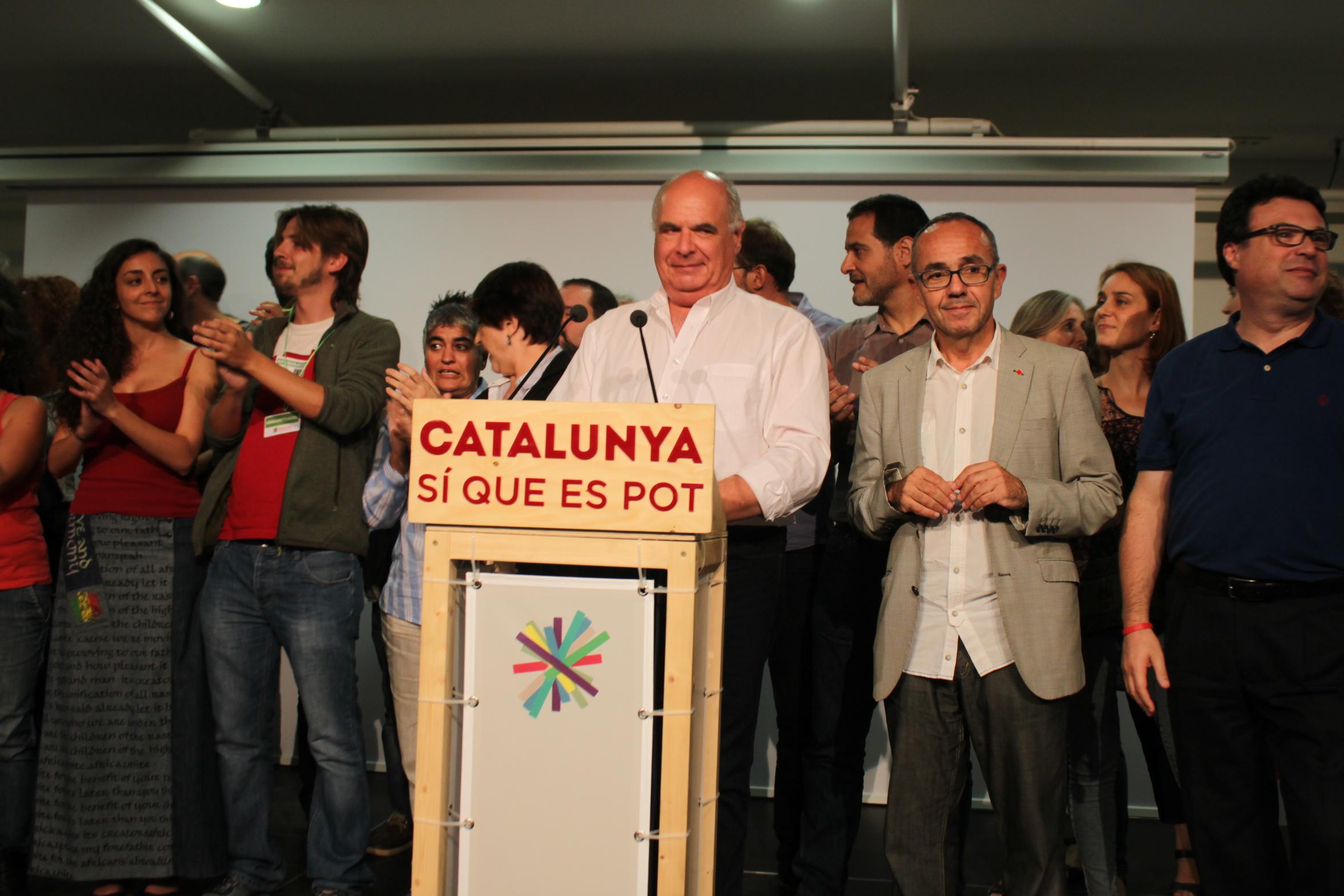 Lluís Rabell i Joan Coscubiela, de Catalunya Sí Que Es Pot, ahir a la nit electoral a la Fabra i Coats / MARC FONT