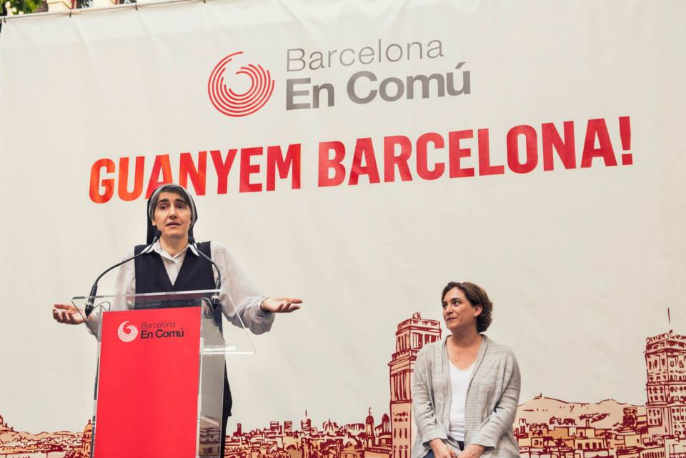 Teresa Forcades i Ada Colau en un míting a la plaça de la Virreina / Barcelona en Comú