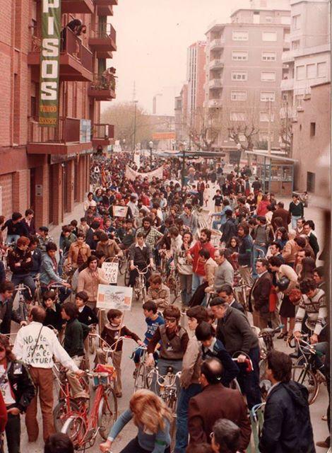 """Manifestació multitudinària per reclamar """"Salvem Gallecs"""" l'any 1978."""