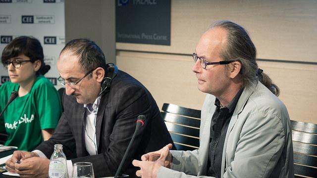 Un moment de la conferència sobre el CGS celebrada el 5 de maig a Brussel·les. A la dreta, el parlamentari europeu Claude Turmes / Counter Balance