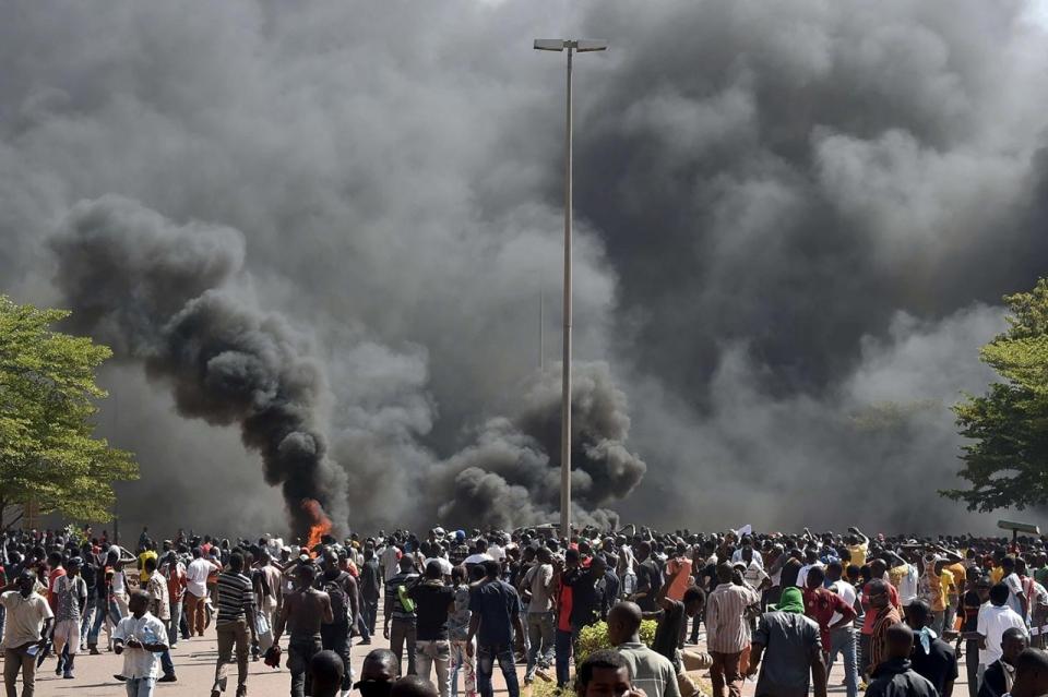 Incendi del Parlament de Burkina Faso Day-Donaldson1
