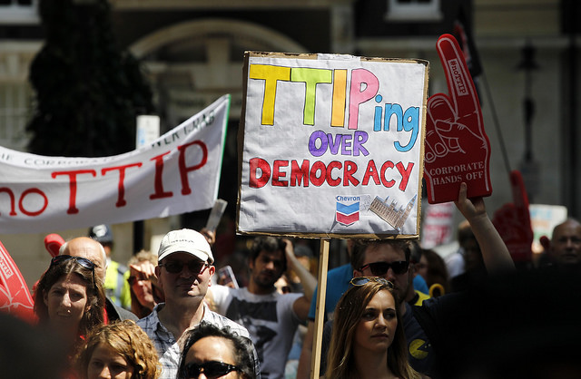 Protesta contra el TTIP a Londres el juliol de 2014. Foto: Global Justice Now.
