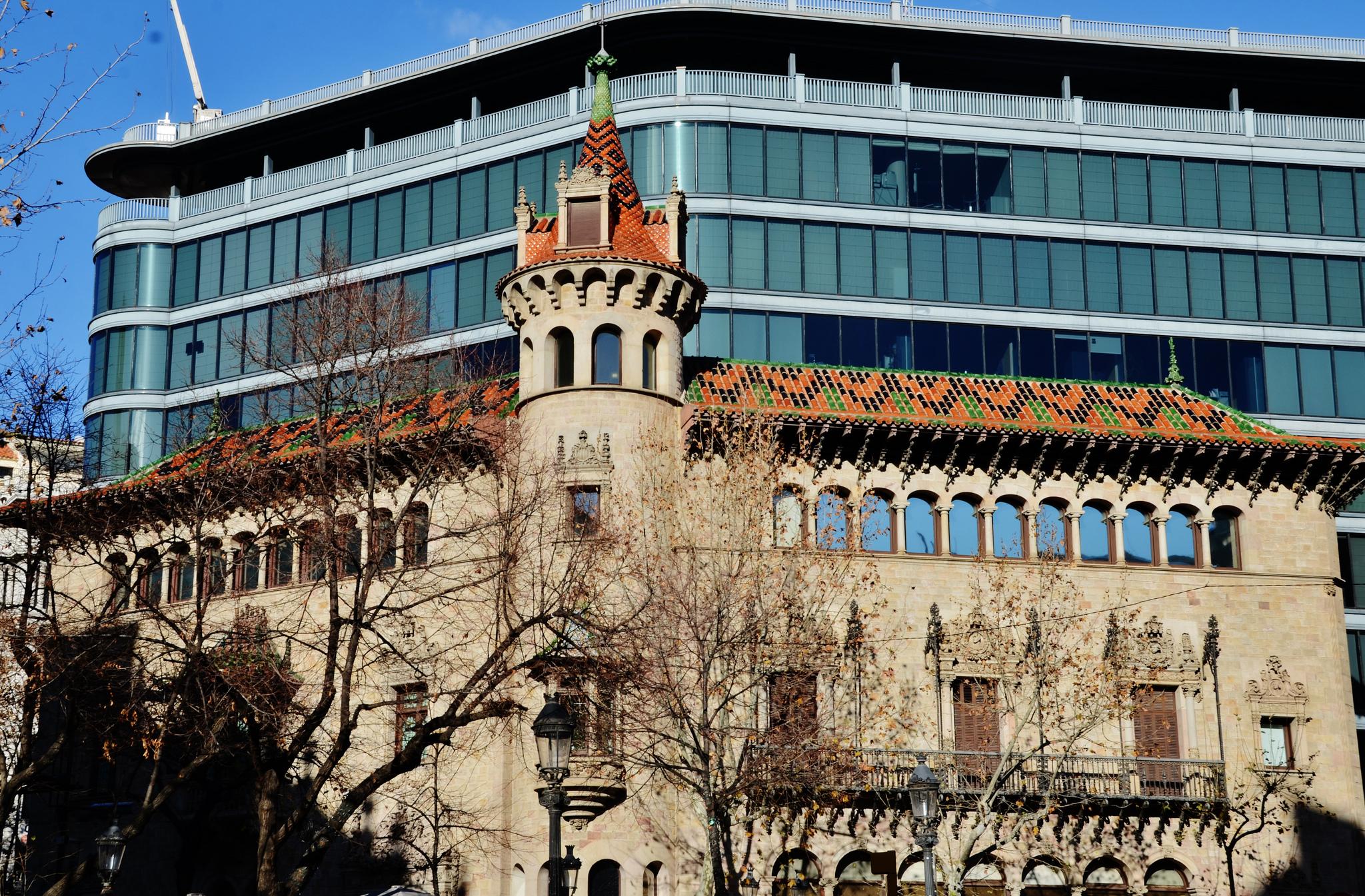 Casa modernista Can Serra i actualment seu de la Diputació de Barcelona, a l'Eixample / M. T. FERRÉ