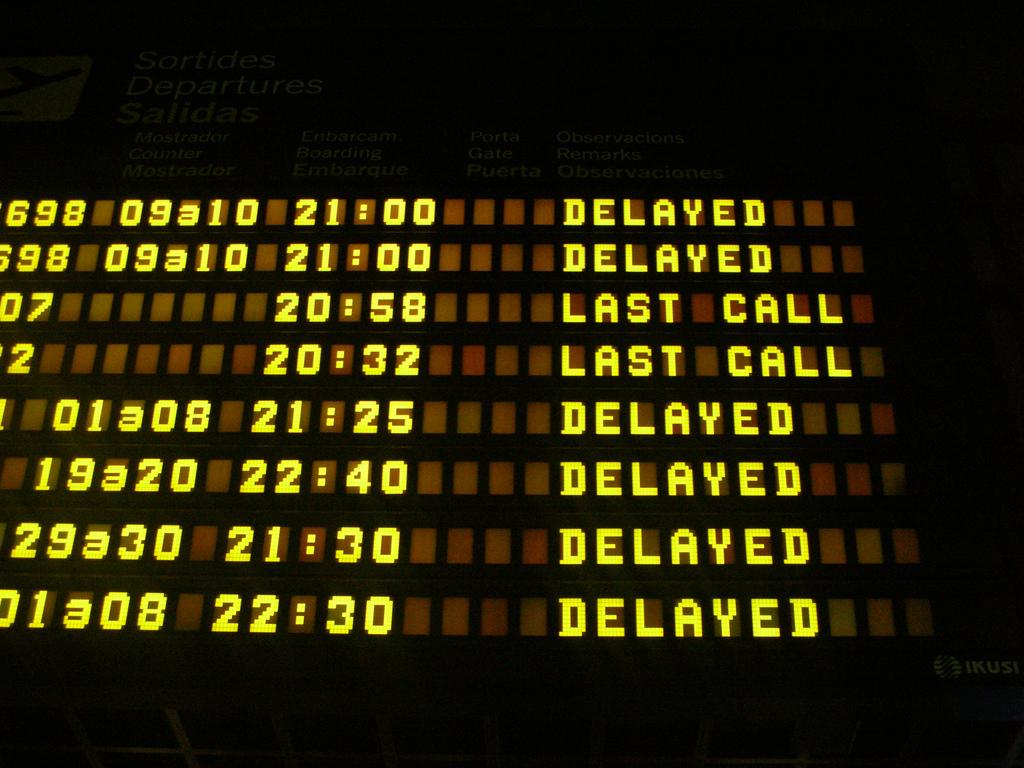 Panell d'horaris a l'aeroport d'Eivissa / ARXIU