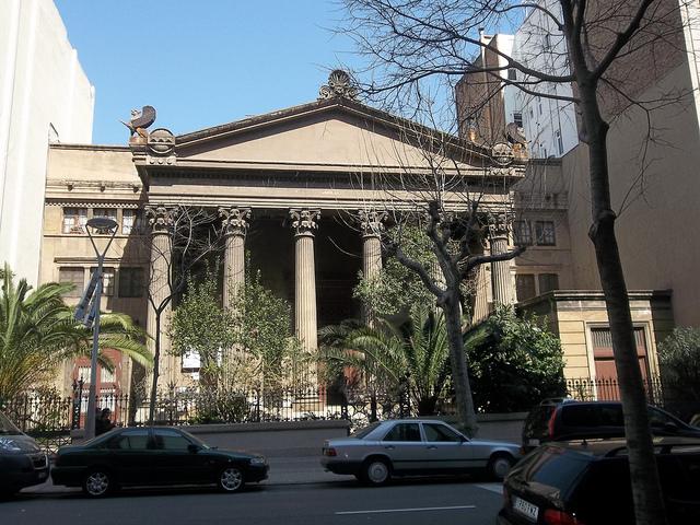 Edifici del Taller Masriera, un antic obrador artístic en forma de temple neoclàssic, a l'Eixample / OH BARCELONA