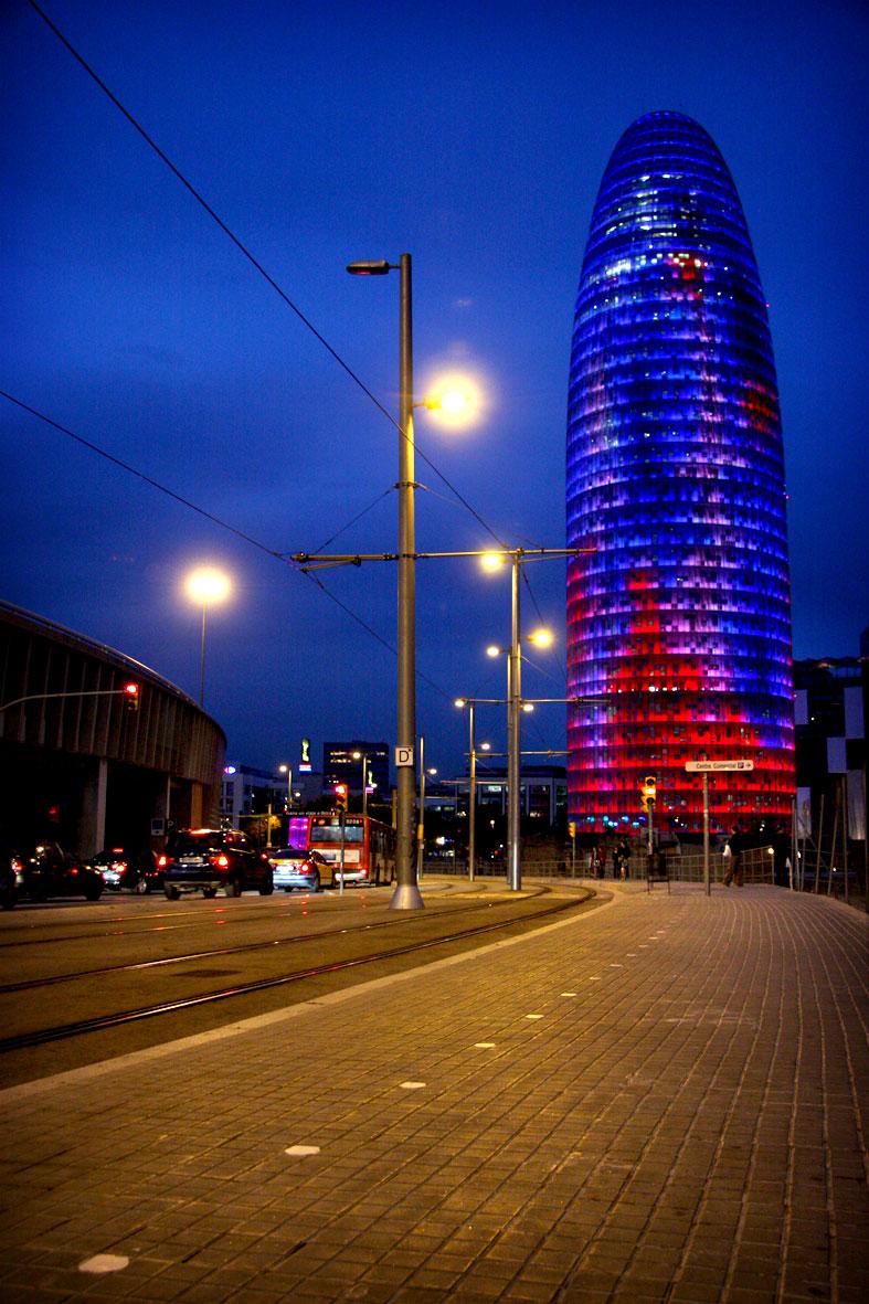 Torre Agbar, a Barcelona, de nit / PAULA REY