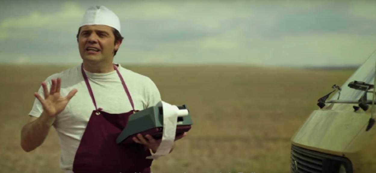 Aparició de Busqueta, com a pastisser i economista, al vídeo de campanya electoral de la CUP