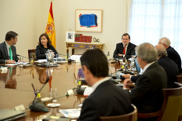 Mariano Rajoy, amb els braços creuats abans d'un consell de ministres al novembre / Diego Crespo / Presidencia del Gobierno