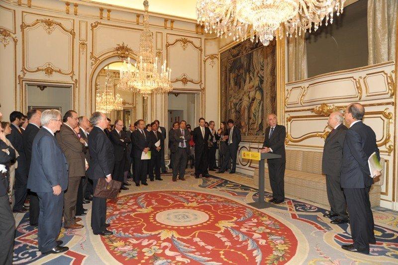 Presentació dels patrons de la fundació Espanya-Índia l'1 d'abril de 2009 davant el ministre Moratinos / CRÍTIC