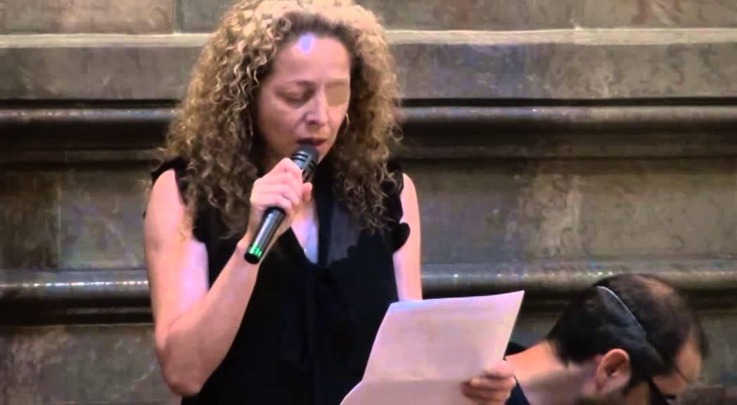 Ester Quintana, amb un ull tapat, en un acte contra les bales de goma