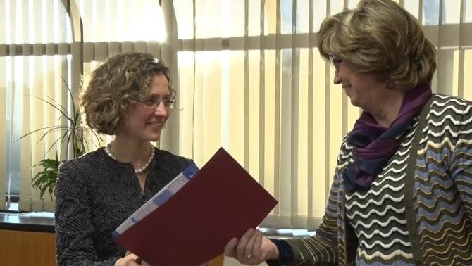 Acte de traspàs de carteres de la conselleria d'Ensenyament entre Meritxell Ruiz i Irene Rigau / CCMA
