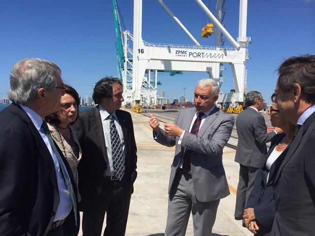 Trias i altres membres de la delegació barcelonina amb representants del port de Miami. Foto: Ajuntament de Barcelona
