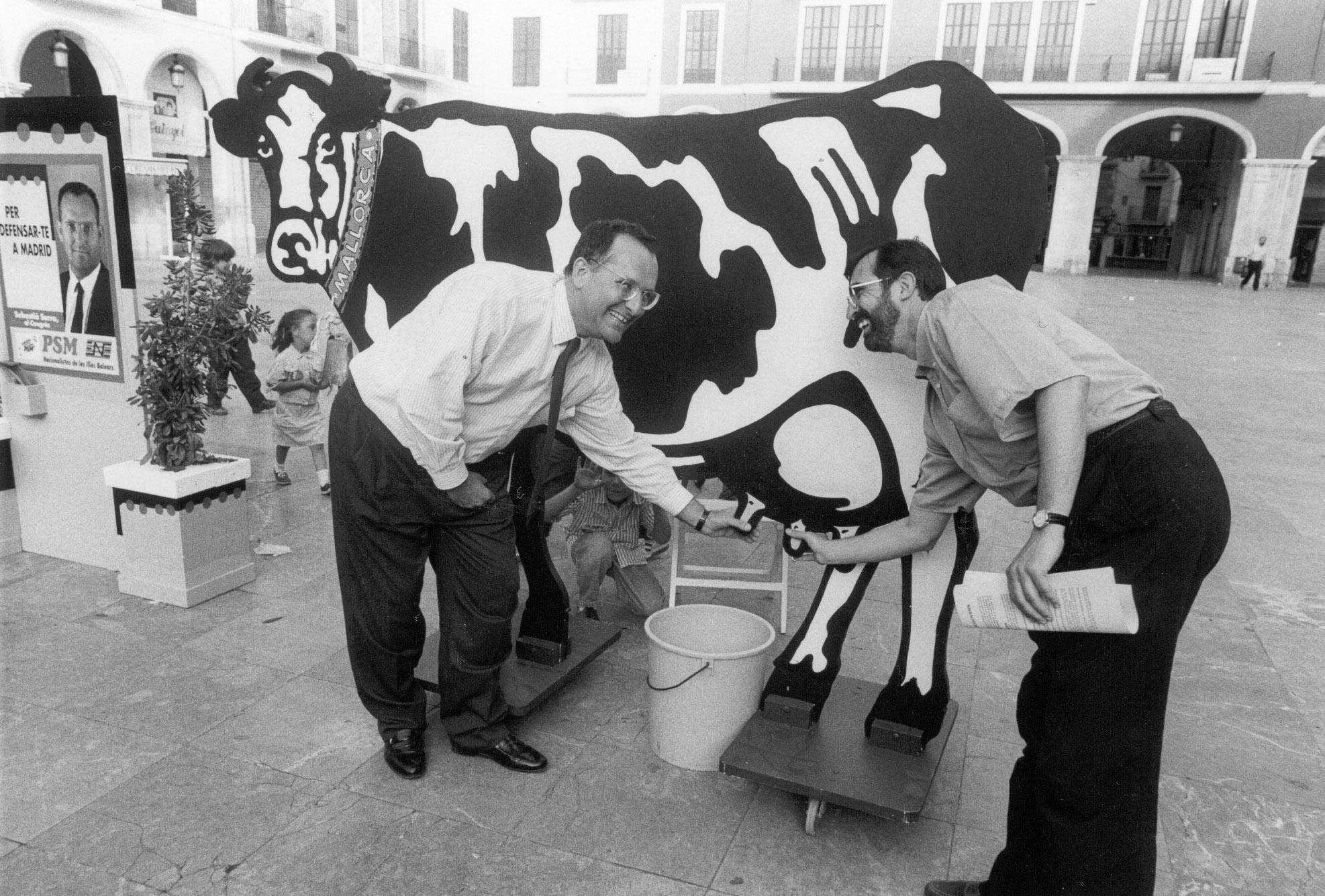 Pere Sampol i Sebastià Serra, candidats del PSM en una acció de campanya per a les eleccions generals de 1993