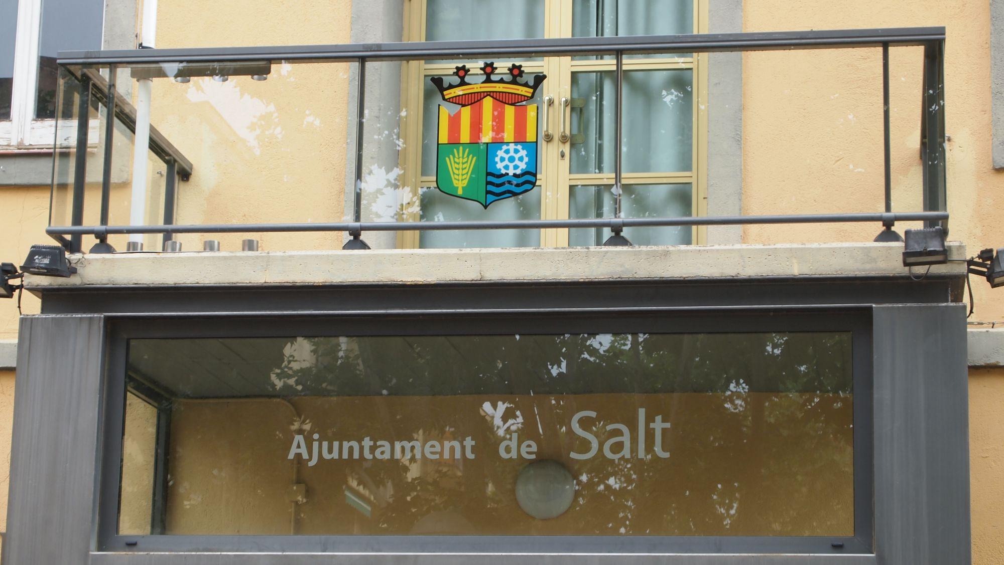 Un detall de la façana de la Casa de la Vila / MARC COROMINAS