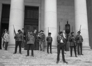 Manifestació publica del Partit de les Panteres negres amb la seva usual indumentària