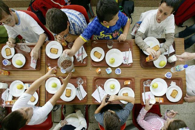Menjador d'una escola / ARXIU