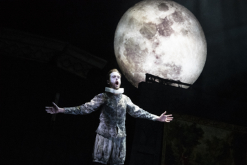 Aeneas singing in front of the moon